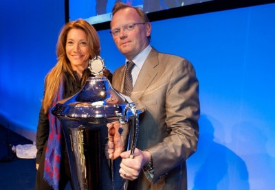 "Sindre Finnes receiving the Conservative Party's ""Modern Man"" trophy at the party's national meeting in 2011, from his wife's top aide at the time, Julie Brodtkorb. PHOTO: Høyre"