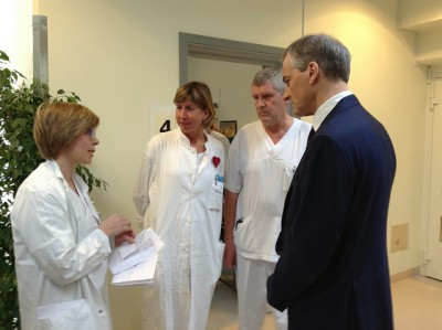Health Minister Jonas Gahr Støre often visits the state-funded hospitals around the country, like here in Northern Norway. Now many doctors are frustrated over a course imposed by Støre's government colleague, Labour Minister Anniken Huitfeldt. PHOTO: Helsedepartementet