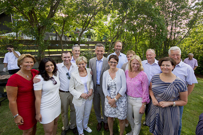 Prime Minister Jens Stoltenberg posed with his fellow cabinet members at the campaign garden party hosted by party secretary Raymond Johansen on Sunday. PHOTO: Arbeiderpartiet