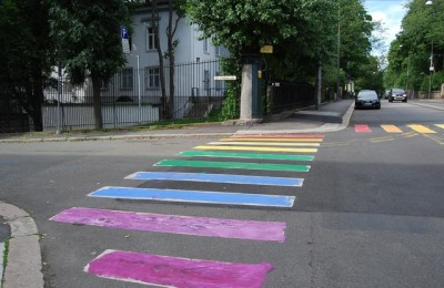 The crosswalks just outside the Russian Embassy in Oslo took on the colours of the rainbow during the night. A similar stunt was carried out in Stockholm, also outside Russia's embassy there. It's viewed as part of rising international protests against crackdowns on gay rights in Russia. PHOTO: newsinenglish.no