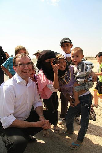 Foreign Minister Espen Barth Eide at a Syrian refugee camp in Jordan. PHOTO: Utenriksdepartementet/Frode Overland