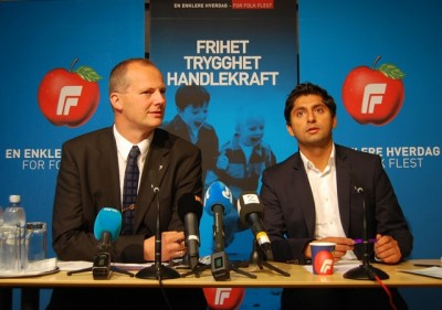 """PHOTO: Reporters packed a press conference on Tuesday with Ketil Solvik-Olsen (left), deputy leader of the Progress Party, and Himanshu Gulati, leader of the party's youth group, who wanted to put their party's image """"in the right perspective."""" Both are upset that media abroad have called their party """"far-right"""" and with links to ultra-right-wing terrorist Anders Behring Breivik. PHOTO: newsinenglnsh.no/Nina Berglund"""