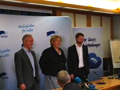 Høyre leader Erna Solberg, flanked by deputies Jan Tore Sanner (left) and Bent Høie, confirming on Wednesday that coalition talks would continue. PHOTO: Høyre