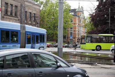 Oslo's tram and bus lines will also be expanded and run more frequently. Those driving cars stand to lose out the most. PHOTO: Samferdselsdepartement/Olav Heggø/Fotovisjon
