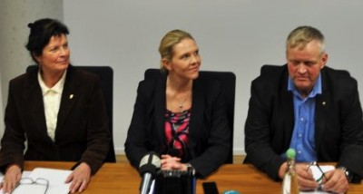 Agriculture Minister Sylvi Listhaug (center) flanked by Nils T Bjørke (right) and Merete Furuberg of the farmers' main lobbying and special interest groups, at their first meeting on Tuesday. PHOTO: Landbruks departementet