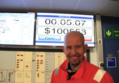 The new oil minister, Tord Lien, standing by a meter on board the Ekofisk platform that shows how much the oil gushing in is worth. PHOTO: Olje- og Energi Departementet/Ole Berthelsen