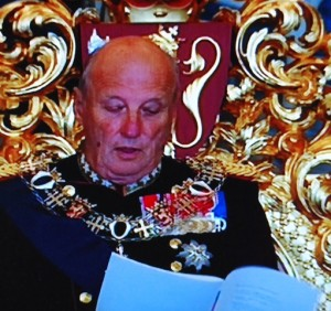 The king reading the government's speech aloud, while standing up. PHOTO: NRK screen grab/newsinenglish.no