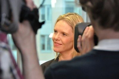 Agriculture Minister Sylvi Listhaug has expressed concern over Norway's high food prices and relatively poor selection at the grocery stores. She's being criticized, though, for failing to push through a long-awaited new law aimed at regulating the power of the wholesalers and retailers. PHOTO: Landbruksdepartementet