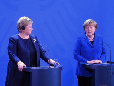 """Solberg and Merkel had a """"working lunch"""" and met reporters after about 90 minutes of talks. They said they'd talked about energy, the economy, the situation in the EU and US surveillance, among other things. PHOTO: Statsministerens kontor"""