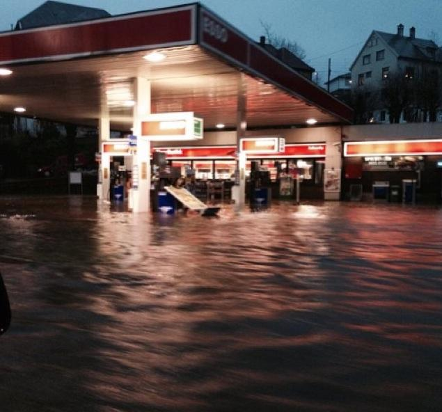 A flooded gas station in Bergen on Friday night. PHOTO: Rosie X. Black