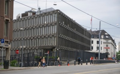 More than 50 locally hired employees at the US Embassy in Oslo are under investigation for gross tax evasion, after failing to declare their embassy incomes or pay tax. The alleged evasion was aided by the fact that the embassy itself refuses to report what it pays its employees to Norwegian tax authorities, and thereby also avoids paying Norway's employer taxes because of its diplomatic immunity. PHOTO: newsinenglish.no