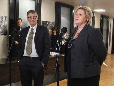 Microsoft founder Bill Gates with Prime Minister Erna Solberg on Friday. PHOTO: Statsministerens kontor