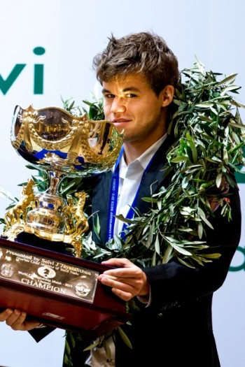New Chess World Champion Magnus Carlsen with all the symbols of his victory in India on Monday. PHOTO: Erlend Aas/NTB Scanpix
