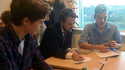 After the release of the latest PISA results, Education Minister Torbjørn Røe Isaksen visited a school in Norway that specializes in mathematics instruction. PHOTO: Kunnskapsdepartementet