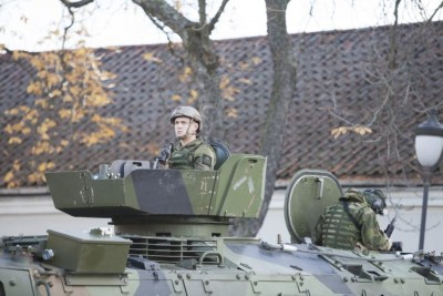 His Majesty the King's Guards, at a demonstration of new armoured vehicles at Akershus Fortress. PHOTO: Forsvaret/Vetle Hallås