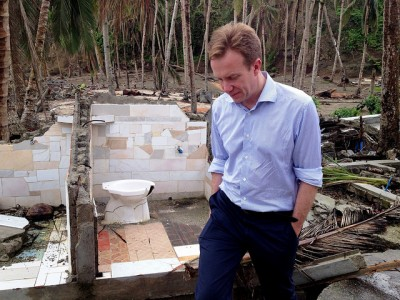 Norwegian Foreign Minister Børge Brende surveys the devastation caused by Typhoon Haiyan, and the recovery work underway to rebuild whole villages in the Philippines. PHOTO: Utenriksdepartementet/Astrid Sehl