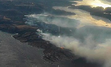 This photo was taken by a surveillance flight from the Norwegian Coastal Administration (Kystverket) that was sent to help firefighters get a better overview of the brush fire sweeping across the Flatanger peninsula. Strong winds made it difficult and dangerous for helicopters to fly in the area.  PHOTO: Kystverket/LN-KYV