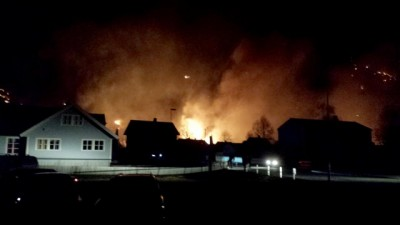 Fire swept through the historic town of Lærdalsøyri in the Norwegian mountains during the night. More than 30 buildings were reported destroyed by mid-morning on Sunday. PHOTO: Arne Veum / NTB Scanpix