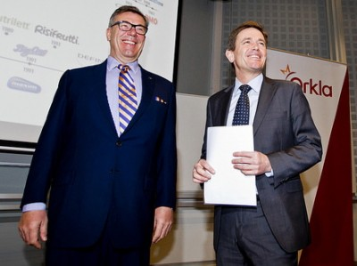 Peter Ruzicka (right) starts work this week as the new chief executive of Orkla, answering to Orkla Chairman Stein Erik Hagen (left), who already has been his boss for more than 20 years. PHOTO: Orkla ASA
