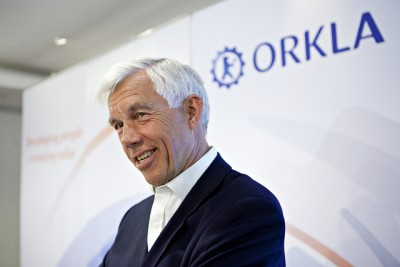 Former Orkla CEO, Åge Korsvold, received both praise and criticism over how he pushed through a major resturcturing of Orkla and lots of top management changes during less than two years. He's shown here at a meeting before Orkla also changed its corporate logo. PHOTO: Orkla ASA