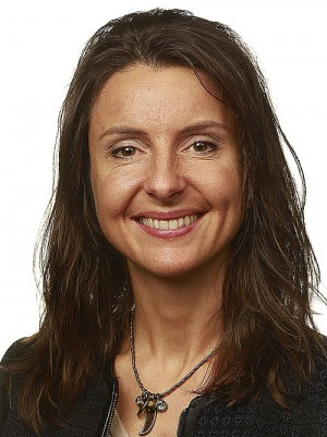 Centre Party politician Jenny Klinge wants the government to ban male circumcision, or to apply the same criminal penalties for injury and death in line with female genital mutilation. Health Minister Bent Høie said work is underway on laws to regulate the practice, but it won't be outlawed. Photo: Stortinget