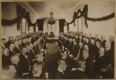 Norway also celebrated the 100th anniversary of its constitution in 1914, when social and political inclusion still seemed the domain of white men, as seen in this centennial photo taken at the house in Eidsvoll where the constitution was written. PHOTO: Stortinget