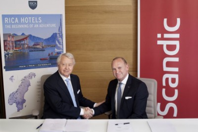 Norwegian hotel magnate Jan E. Rivelsrud (left) has agreed to sell his family's Rica hotel chain to Scandic, led by Frank Fiskers (right). PHOTO: Kaja Bruskeland