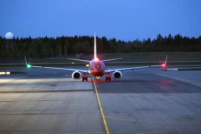 As another Norwegian jet lands at Oslo's main airport at Gardermoen, the airline has managed to avoid paying out compensation to stranded passengers on its long-haul service. PHOTO: Samferdselsdepartementet