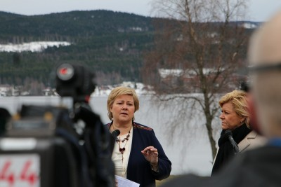 "Finance Minister Siv Jensen listens as Prime Minister Erna Solberg (left) tells reporters that their government will ""do what's most important for the Norwegian economy."" No details of what that may involve were revealed. PHOTO: Statsministerens kontor"