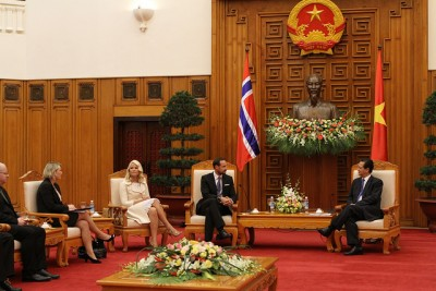 Crown Prince Haakon speaking with Vietnam's prime minister, Nguyễn Tấn Dũng, this week. At left, Business and Trade Minister Monica Mæland and Crown Princess Mette-Marit. PHOTO: Utenriksdepartementet/Ragnhild H Simenstad