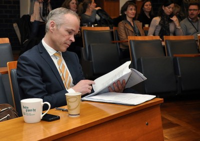 Jan Tore Sanner, the government minister in charge of municipalities in Norway, recognizes the need to simplify bureaucratic language in public documents. PHOTO: Kommunal- og moderniseringsdepartementet