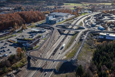 The new four-lane stretch of the E18 highway from Tønsberg to Sandefjord will finally open in July, instead of October this year, thanks to some prodding by new Transport Minister Ketil Solvik-Olsen. PHOTO: Jarle Foss/Statens vegvesen