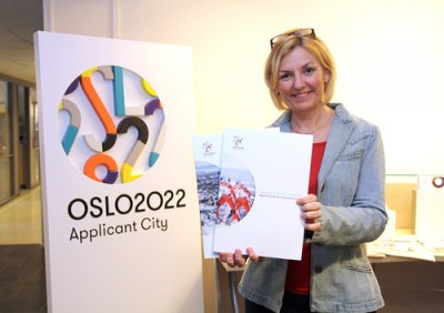 "Eli Grimsby, who's been heading the city's Olympic committee, with a copy of Oslo's ""first application"" to the International Olympic Committee (IOC). PHOTO: Oslo kommune"