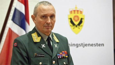 Former Lt Gen Kjell Grandhagen has now exchanged his uniform for a shirt and jacket, as he helps DNB manage risk around the world. PHOTO: Forsvaret