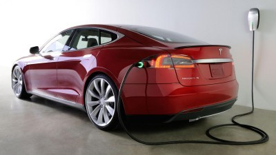 Electric cars like the Tesla Model S have become popular in Norway, due in no small part to the tax breaks and other incentives offered by the government. The scheme is due to expire in 2017 or when 50,000 cars are sold, but the Labour Party announced on Thursday it'll push to have the incentives extended. PHOTO: Tesla Motors