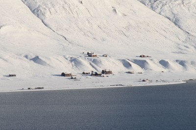Several of the old buildings in the earlier abandoned mining community of Hiorthamn have been restored for recreational use. The vast area across the fjord from Longyearbyen is popular with local residents and remains rich in natural resources. PHOTO: Wikipedia Commons/Erlend Bjørtvedt