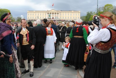 Grey skies were expected once again over the Royal Palace in Oslo on Sunday, when Norwegians were due to celebrate the 17th of May Constitution Day holiday amidst rain and chilly temperatures. PHOTO: newsinenglish.no