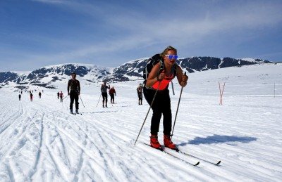 The weather was so warm and the sun so strong that many skiers in this year's Skarverennet race over the mountains of southern Norway were bare-headed and bare-armed. Some also wore shorts. PHOTO: skarverennet.no