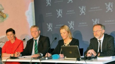 Tensions were high on Tuesday among these people who failed to come to terms on any reform of Norwegian agriculture. From left: Merete Furuberg and Nils Bjørke, representing the farmers, and Sylvi Listhaug and Leif Forsell representing the state that has heavily subsidized the farmers for decades. PHOTO: LMD