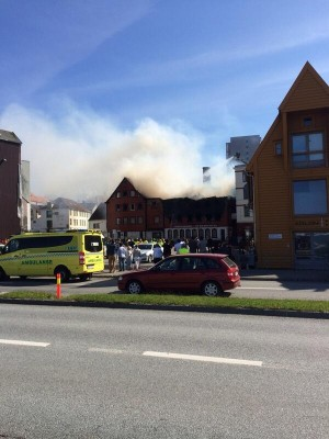 Smoke billowed from the converted warehouses near Old Stavanger. Firefighters confirmed shortly before five o'clock that no one had been trapped inside the buildings. PHOTO: twitter.com/magnegr