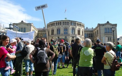 Farmers from all over Norway protested in front of the Parliament in Oslo on Tuesday, over any threat of cuts in their state support. PHOTO: newsinenglish.no/Nina Berglund