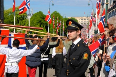 Police in Norway, shown here in dress uniform during 17th of May celebrations this year, are only allowed to arm themselves in dangerous situations. Otherwise, they maintain an image of unarmed, friendly cops on the beat. PHOTO: newsinenglish.no