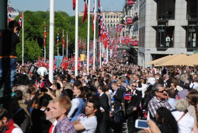This was the scene in Oslo on Saturday when hundreds of thousands of people flocked downtown for the biggest 17th of May Parade ever. Norway was celebrating 200 years of its constitution and 117 schools took part in the capital. Similar but smaller parades were also held all over the country. PHOTO: newsinenglish.no