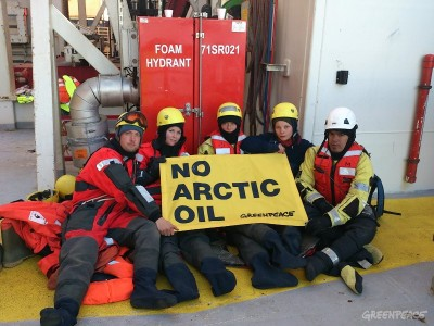 Greenpeace activists climbed on board a drilling rig chartered by Norwegian oil company Statoil, in an effort to disrupt its plans to start drilling another exploration well in the environmentally sensitive Arctic. Police ordered them to suspend the protest on Thursday and they did, but vowed to continue to their fight to protect the Arctic and, especially, the bird sanctuaries on the Norwegian island of Bjørnøya. PHOTO: Greenpeace