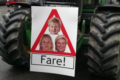 Norwegian farmers were clearly prepared for their leaders to break off subsidy talks with the government on Tuesday. Posters portraying three of Norway's government ministers as dangerous had already been printed, and tractors started rolling into cities and towns around the country. PHOTO: Norges Bondelaget