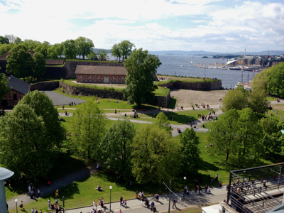 Meteorologists said on Monday southern Norwegian were set to enjoy more of the blue skies seen here over Akershus fortress and the Oslofjord over the weekend. PHOTO: Emily Woodgate/newsinenglish.no