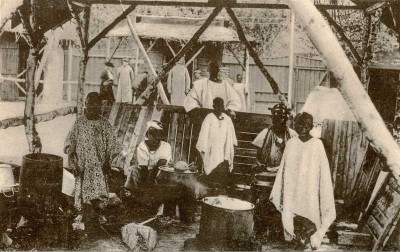"""The original """"Congo village"""" exhibition in Oslo's Frogner Park featured around 80 people from Senegal, and ran for several months, attracting large crowds of onlookers. PHOTO: Wikipedia Commons"""