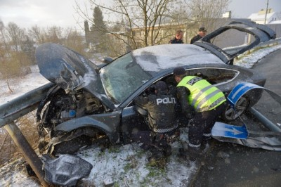 Police examine the wrecked Audi belonging to Norwegian skiing star Petter Northug, after it crashed through a rotary and into a guardrail early Sunday morning in Trondheim. Police suspect drunk driving was involved. PHOTO: Henrik Sundgård / NTB Scanpix
