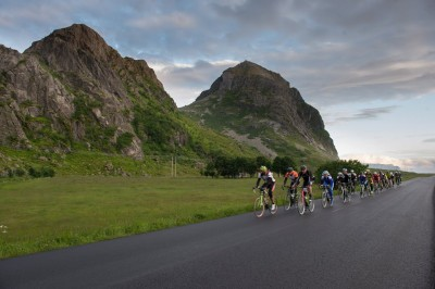 Record numbers of cyclists and runners have signed up to take part in the Lofoten Insomnia Race and the Midnight Sun Marathon this year. PHOTO: Lofoten Insomnia Race/Facebook