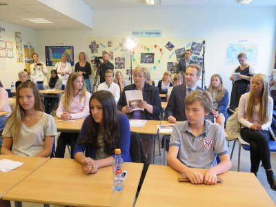 School's out for the summer, but classrooms like this may be emptied by a teachers' strike this fall. This photos was taken during a recent visit by government ministers to Brannfjell School in Oslo. PHOTO: Statsministerens kontor